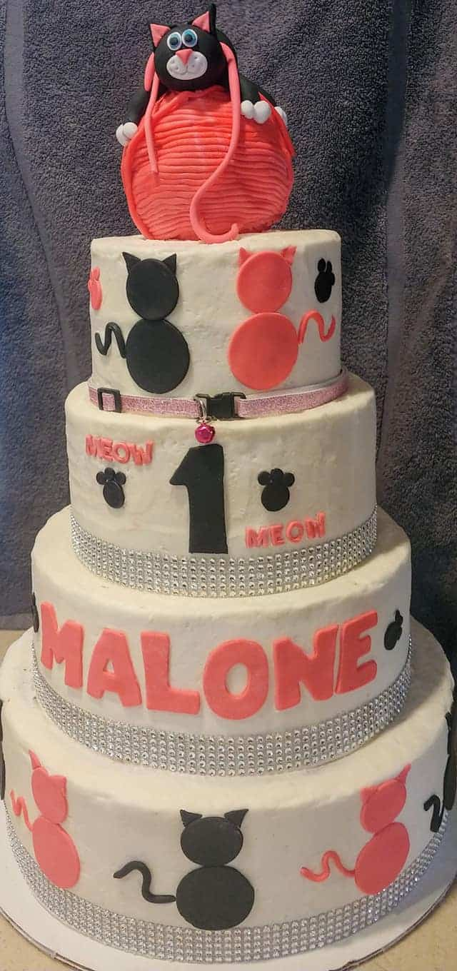 Outstanding Kitty Cat Themed Cake For A First Birthday Party Sugartime Funny Birthday Cards Online Ioscodamsfinfo